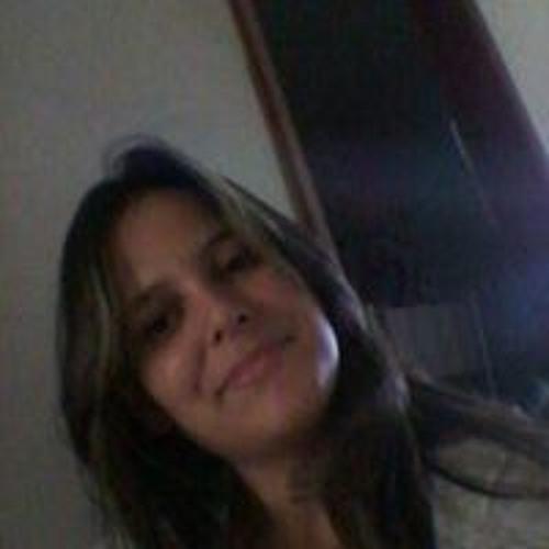 Renata Cabral's avatar