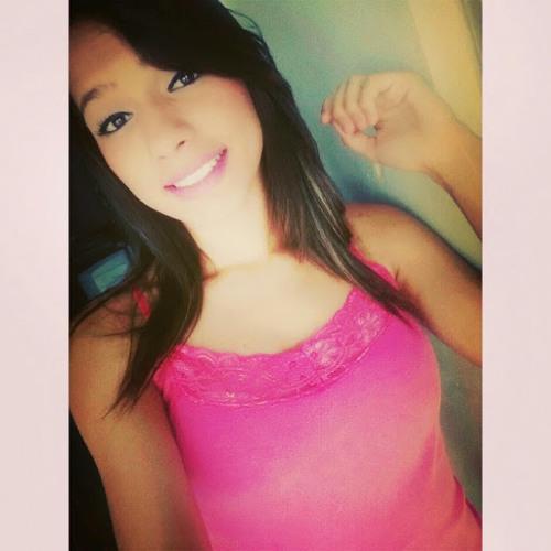 Camila Oliveira's avatar