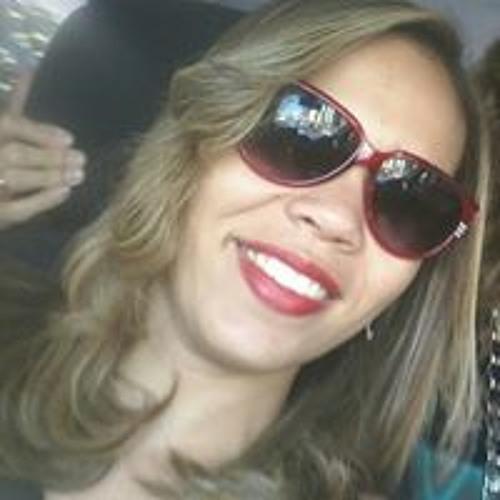 Rebeca Simas's avatar