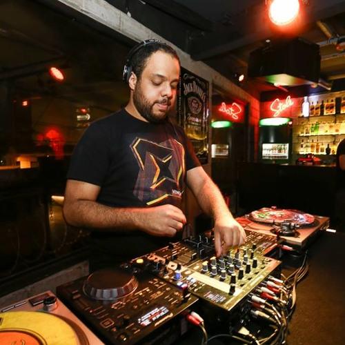 Eric Queiroz's avatar