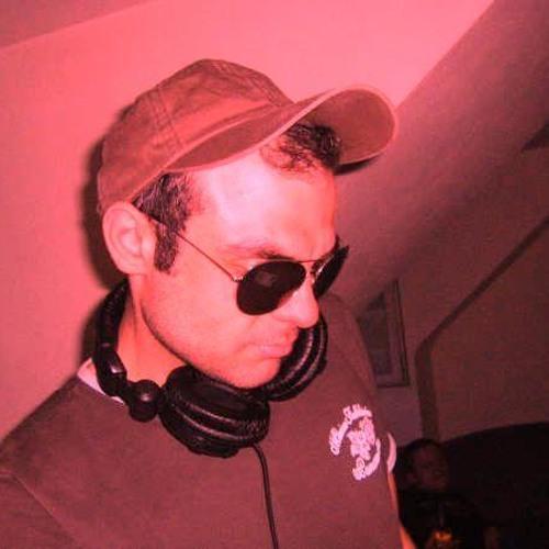 Simon Cem's avatar