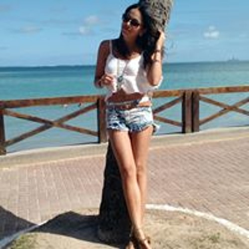 Natalia Medeiros's avatar