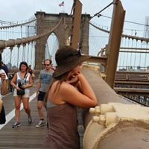 April Fallon's avatar