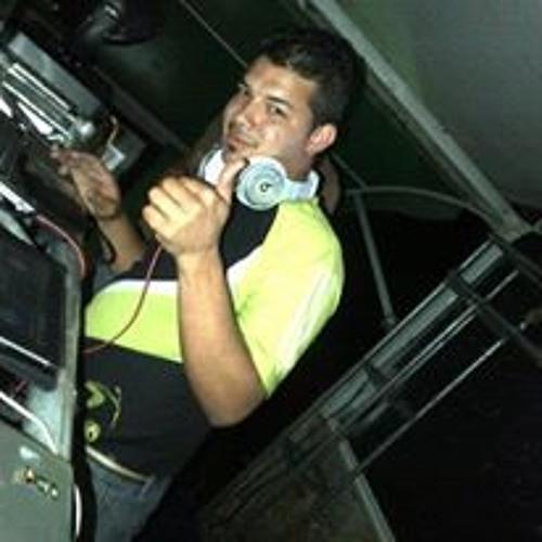 Vj Cesar Bricenho's avatar
