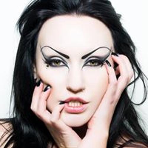 Susie Moore's avatar