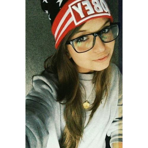 Luana Dutra Esteves's avatar