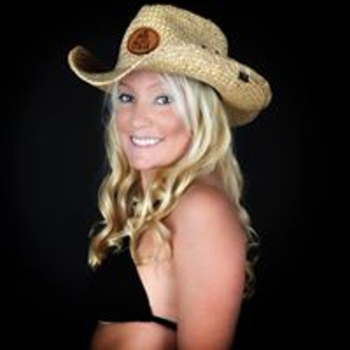 Crystale Lyn's avatar