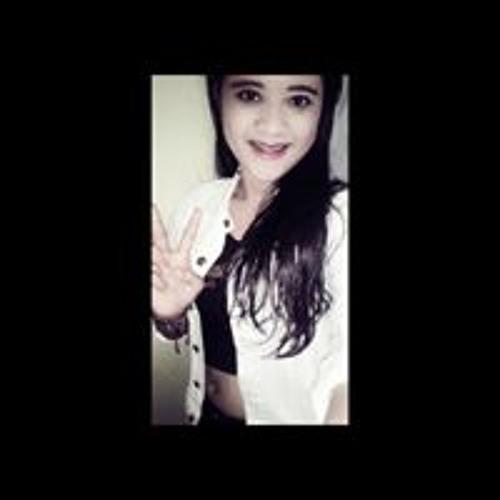 Widya Larassati's avatar