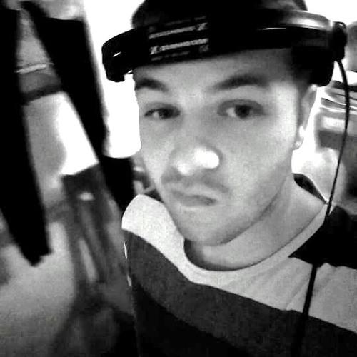 Ario Zarrasi's avatar
