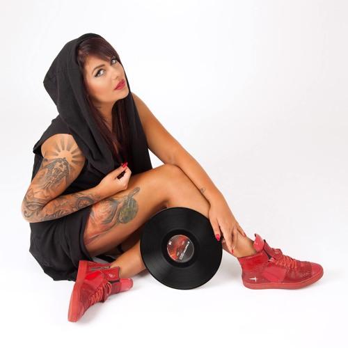 'Emilia DJ Foxxy Ninova's avatar