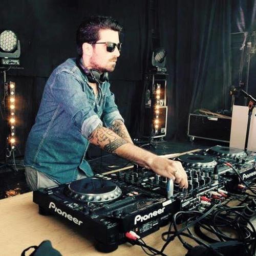 Julien Saraiva's avatar