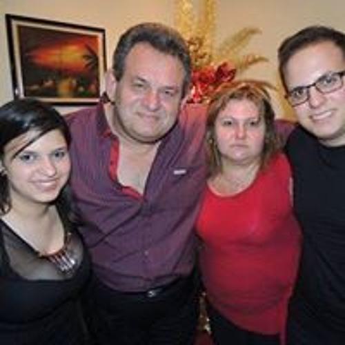 Maria Medeiros Oliveira's avatar
