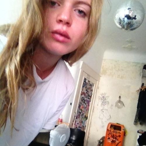 Yamina Miett's avatar