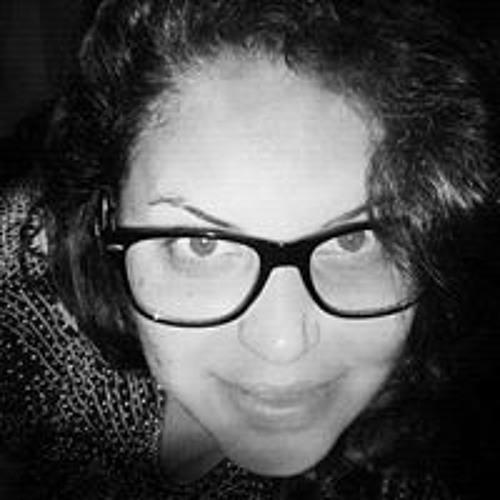 Marina Araujo's avatar