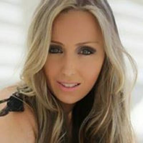 Tatiana Medeiros's avatar