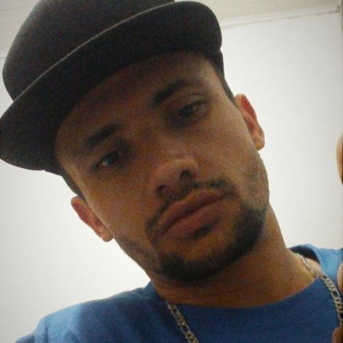 Evandro Oliveira 10's avatar