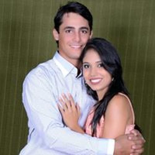 Nayara Assuncao's avatar