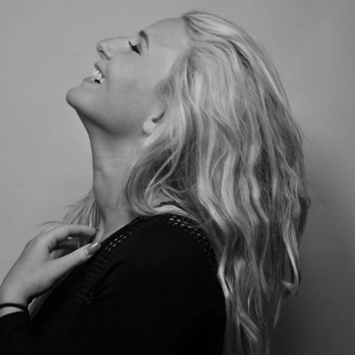 Lauren Lovelle's avatar