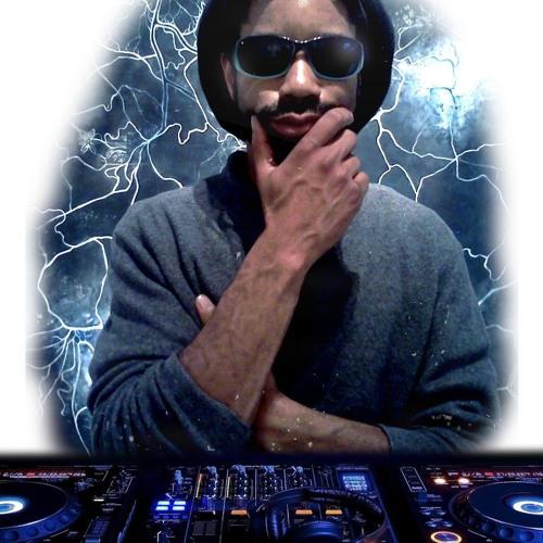 djFridayLove's avatar