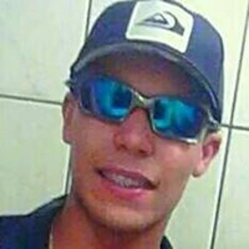 Alex Queiroz's avatar