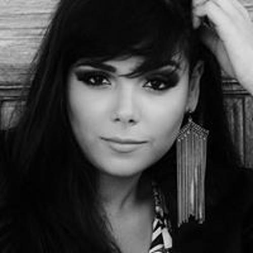 Naiane Brum's avatar