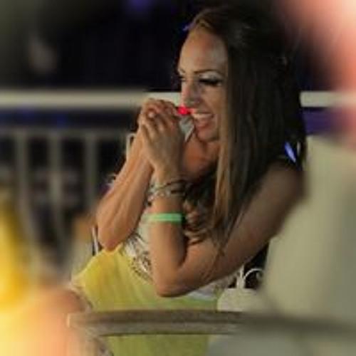 Lara  Huz's avatar