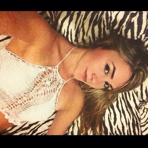 Nanda Caldeira's avatar