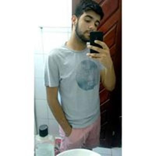 Yuri Medeiros's avatar