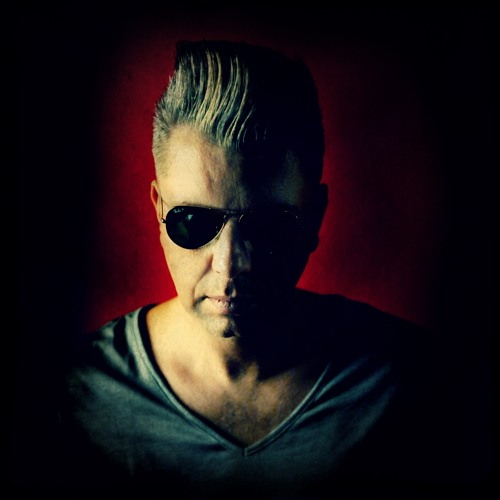 DJ Wout's avatar