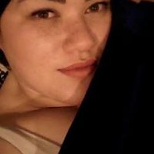 Elizabeth Tau's avatar