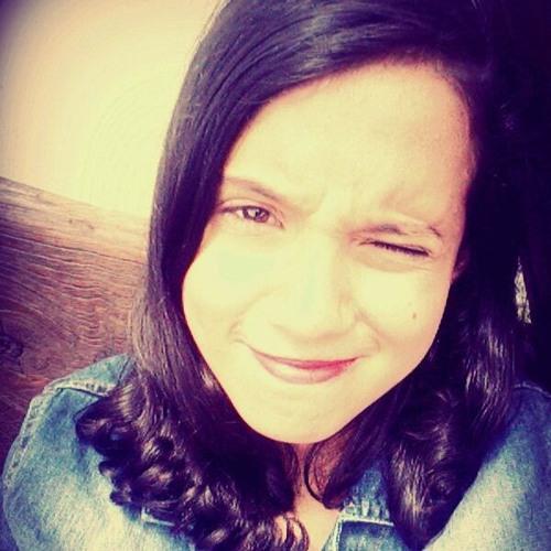 Isabella Alencar's avatar