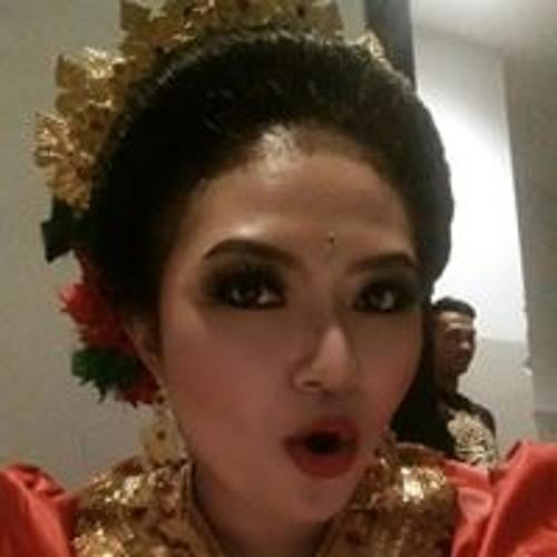 Ayu Revani's avatar