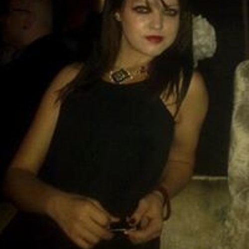 Julia Banola's avatar