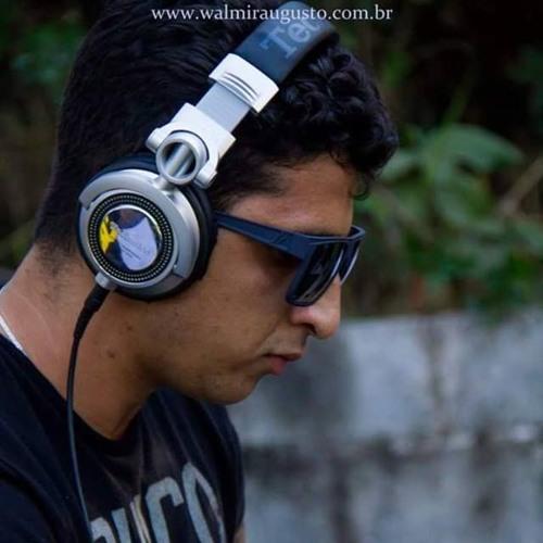 Gui Menezes.'s avatar