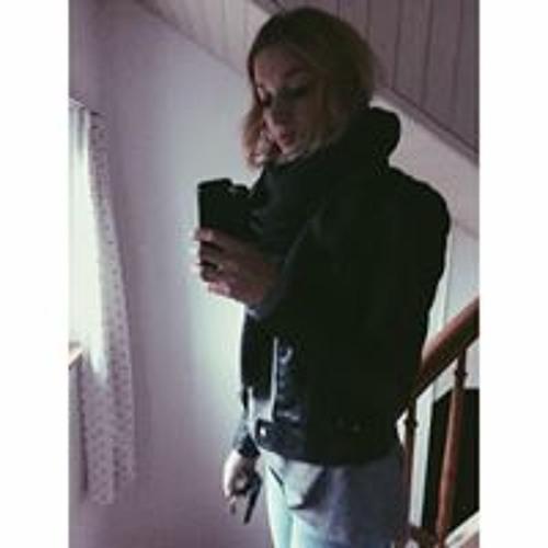 Aretha Lo's avatar