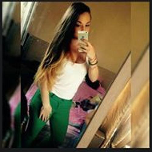 Larisa Maria's avatar
