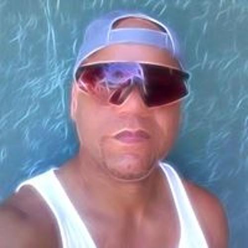 Milton Corales's avatar