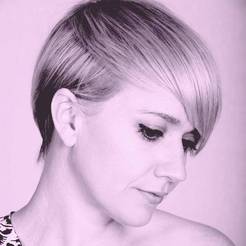Louise Love's avatar