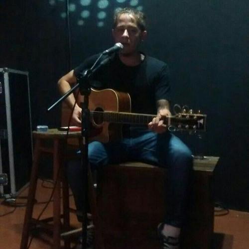 Maurício Alexandre's avatar