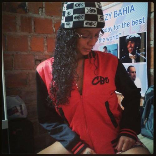 Caliane Alves's avatar