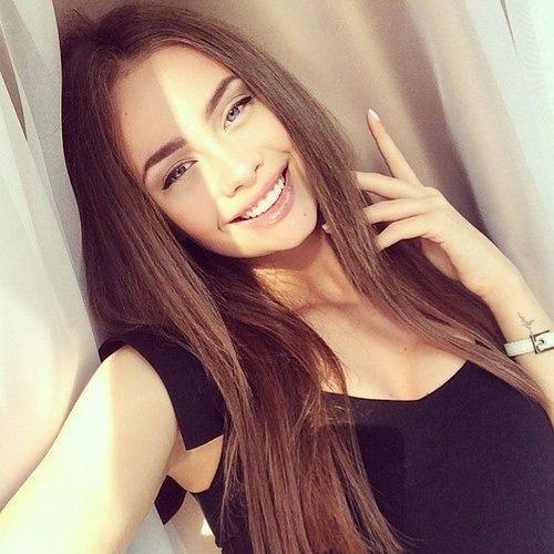 Julia Bay's avatar