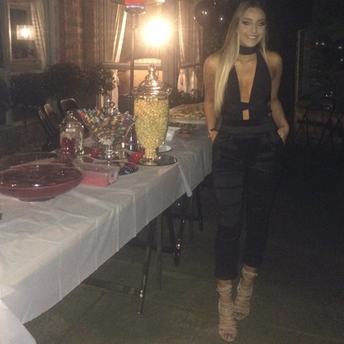 Cassie Carpoussis's avatar