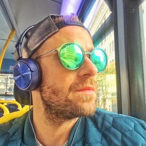 Mayo Molnar's avatar