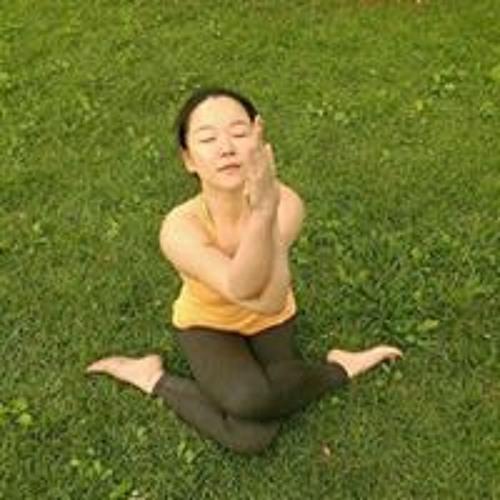 Lynn Chou's avatar
