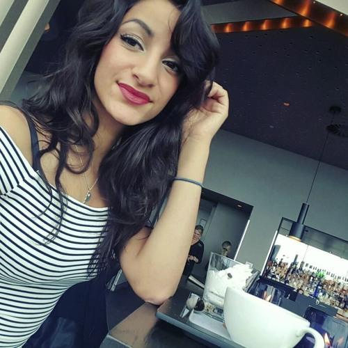 Amira Hoii's avatar