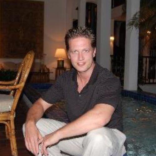 Avi Weisfogel's avatar
