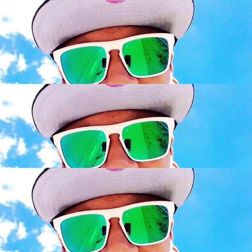 KΛIQUE FERREIRΛ's avatar