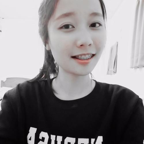 Huang Julia's avatar