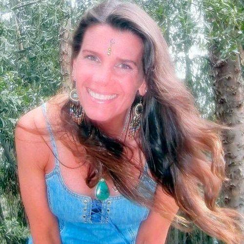 Caroline Amrita's avatar