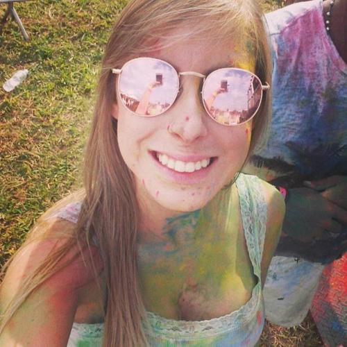 Ana Laura Domenes's avatar